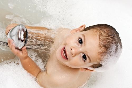 En el banho durante una fiesta en casa de los amigos