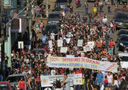 Com o apoio da população, servidores da educação realizam terceira passeata contra a Reforma da Previdência em São Gotardo