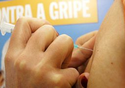 Tem dúvida? Infectologistas esclarecem que vacina da gripe não dá gripe