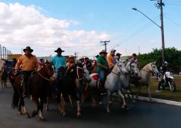 Vídeo da chegada da Cavalgada no Parque de Exposições durante a FENACEN