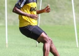 Jô está fora da lista de relacionados para o jogo de domingo com o Grêmio