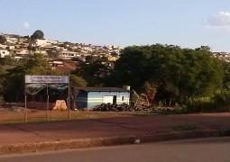 Local onde Hospital Regional de São Gotardo será construído vira depósito de pneus a céu aberto