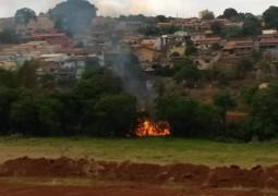 Mata pega fogo perto do bairro Alto Bela Vista