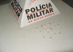 Rapaz é preso em Carmo do Paranaíba com mais de 31 pedras de crack