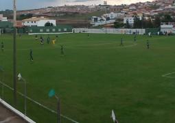 Jogo entre Sparta e Seleção Pinheirense termina aos 40 minutos do segundo tempo com polêmica