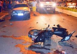 Motociclista fica gravemente ferido após avançar o sinal em Patos de Minas