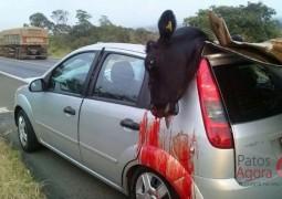 Vaca solta na BR provoca grave acidente de trânsito próximo a Guimarânia
