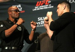 """Fardado"", Anderson Silva devolve atraso a Diaz no ""media day"" do UFC 183"