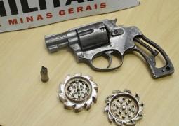 PM de São Gotardo apreende dois homens por porte ilegal de armas
