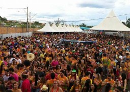 Bloco OS PINIQUÊRO arrasta multidão nos dois primeiros dias do Carnaval em Rio Paranaíba