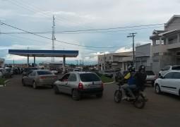 Postos de Combustíveis ficam lotados em São Gotardo nesta terça-feira