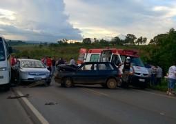 Grave acidente envolvendo micro-ônibus com universitários acontece na BR-354