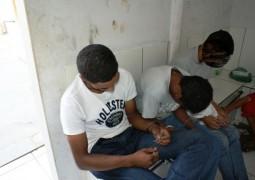 Após denúncia, PM de São Gotardo localiza drogas e encaminha três irmãos para a Delegacia