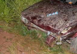 Após grave batida, veículo cai em ribanceira de aproximadamente 6 metros de altura