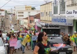 Movimento contra a corrupção acontece pacificamente e reúne pessoas de todas as classes e idades em São Gotardo