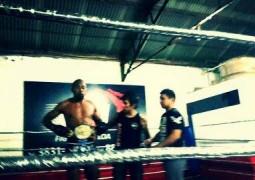 Atleta de Rio Paranaíba vence desafio e conquista cinturão do MMA em Patrocínio