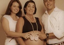 Emocionante: Mulher de 50 anos engravida para dar à luz a neta
