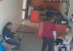 Mulher reage em assalto com spray de pimenta e por sorte arma de bandido falha