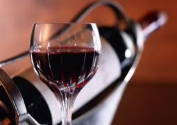 Beber vinho moderadamente faz bem à visão