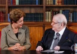 """Dilma é entrevista por Jô Soares e diz """"não ser de ferro"""" referindo-se as críticas recebidas"""
