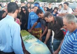 Com grande comoção, Ken Humano é enterrado em Araxá
