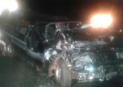 Grave acidente entre carro e ônibus deixa cinco feridos na BR-262