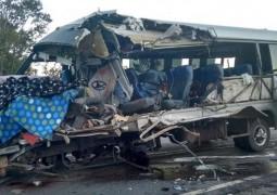 Grave acidente envolvendo micro-ônibus e bitrem, deixa 4 mortos  na BR-365