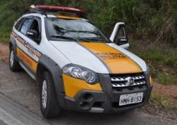Carros batem de frente na BR próximo a Araxá e duas pessoas ficam feridas