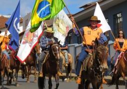Cavalgada da FENACEN 2015 acontece em São Gotardo e reúne mais de 1000 cavaleiros