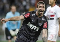 Argentino Pratto não perdoa, São Paulo perde várias chances e Atlético Mineiro segue firme na ponta do Brasileirão