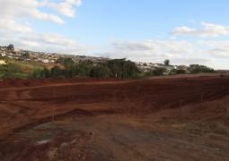 Terreno de futuras instalações do Hospital Regional de São Gotardo é limpo e obras deverão começar em breve