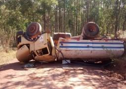 Caminhão Pipa tomba na MG-354 próximo a cidade de Patos de Minas