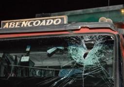 Senhor de 63 anos morre após ser atingido por peça de caminhão em grave acidente envolvendo três veículos na BR-262