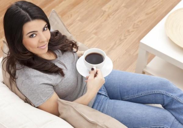 mulher-tomando-cafe-saude-21566