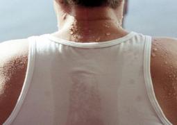 Você sua demais? Transpiração em excesso pode ser perigoso. Entenda