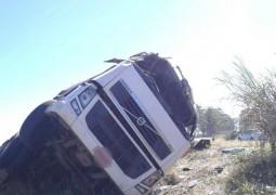 Carreta sai da pista, cai em ribanceira e motorista morre em grave acidente na BR-262
