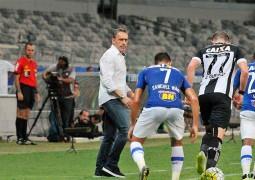 Na estreia do técnico Paulo Bento, Cruzeiro sofre para empatar com Figueirense no Mineirão