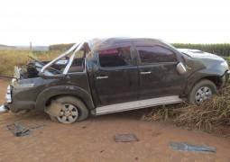Bandidos roubam HILUX em Carmo do Paranaíba, capotam veículo e fogem deixando refém ferida dentro do automóvel
