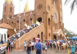 Milhares de fiéis visitam cidade de Romaria para comemorar o dia de Nossa Senhora da Abadia