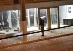Bandidos explodem caixas eletrônicos de agência bancária na cidade de Serra do Salitre