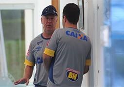 'Preso' no Z4, Cruzeiro tem números inferiores aos de grandes clubes rebaixados no Brasileiro