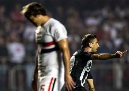 Atlético vence São Paulo de virada e mantém embalo na briga pela ponta do Brasileirão