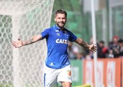 Com três de Rafael Sobis, Cruzeiro faz 4 a 2 no Internacional e volta a vencer no Brasileiro