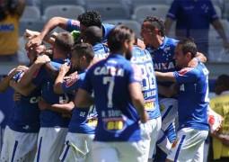 Cruzeiro bate o Santa, faz a festa da torcida no Mineirão e emplaca quinto jogo sem derrota