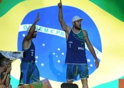 """Após ouro, Bruno critica horário: """"Vôlei de praia combina com sol"""""""