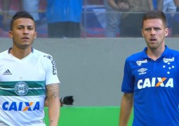 Com boa atuação, Ezequiel coloca dúvida na cabeça de Mano Menezes