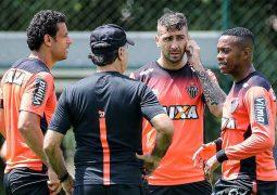 Atlético encara Fluminense no Rio de Janeiro e pode encurtar distância para o líder Palmeiras