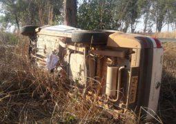 Motorista fica ferido após perder controle direcional de veículo e colidir contra eucalipto na MGC-354