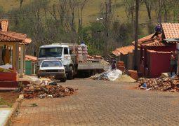 Após destruição de chuva de granizo, moradores de Matutina tentam reconstruir cidade