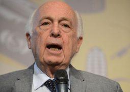 """""""Economia brasileira vai sair da recessão, mas vai continuar semiestagnada"""", afirma Bresser-Pereira"""
